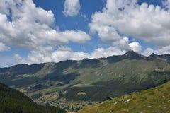Partes superiores da montanha Foto de Stock Royalty Free