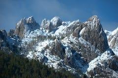 Partes superiores da montanha do granito do inverno fotos de stock royalty free