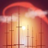 Partes superiores de mastros do iate no por do sol Fotos de Stock Royalty Free