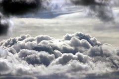 Partes superiores de nuvem Fotografia de Stock Royalty Free