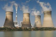Partes superiores de torres refrigerando Fotografia de Stock