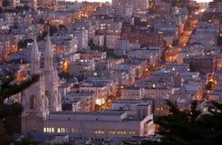 Partes superiores do telhado do monte do russo no crepúsculo San Francisco Imagens de Stock Royalty Free