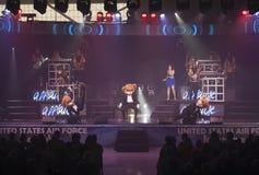 Partes superiores no concerto azul foto de stock royalty free