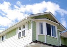 Partes superiores residenciais do telhado Foto de Stock