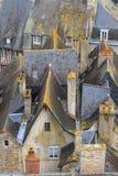 Partes superiores velhas do telhado da cidade de Dinan, Brittany Fotografia de Stock Royalty Free