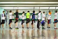 Partes traseiras dos archers no campeonato Fotografia de Stock