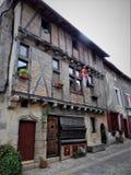 Parthenay è una città fortificata antica nel dipartimento di Deux-Sèvres in Francia occidentale immagine stock
