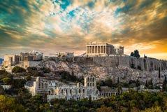 Parthenon, ακρόπολη της Αθήνας, κάτω από το δραματικό ουρανό ηλιοβασιλέματος Στοκ φωτογραφίες με δικαίωμα ελεύθερης χρήσης