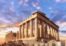 Parthenon στην ακρόπολη στην Αθήνα, Ελλάδα σε ένα ηλιοβασίλεμα Στοκ Φωτογραφίες