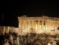 Parthenon in cima al Akropolis ateniese alla notte Fotografie Stock Libere da Diritti