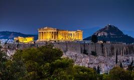 Parthenon de Atenas en el tiempo de la oscuridad imagen de archivo