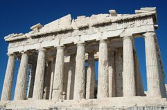 Parthenon de encontro a um céu azul Imagens de Stock Royalty Free