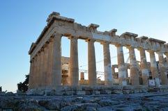 Parthenon en vista lateral de la acrópolis de Atenas Fotos de archivo libres de regalías