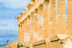 Parthenon op blauwe hemelachtergrond stock afbeelding