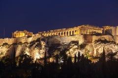 Parthenon p? akropolkullen av Aten p? natten, historiskt arv royaltyfri bild
