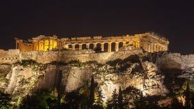 Parthenon p? akropolkullen av Aten p? natten, historiskt arv royaltyfri foto