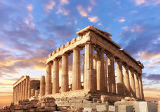 Parthenon sur l'Acropole à Athènes, Grèce sur un coucher du soleil photos stock