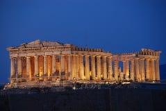 Parthenon tempel på Athenianakropolen som är hängiven till den jungfru- gudinnan Athena royaltyfri fotografi