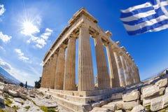 Parthenontempel med den grekiska flaggan på Athenianakropolen, Grekland Fotografering för Bildbyråer
