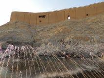 Parthian Rashkan城堡和阿里春天在伊朗停放 免版税库存图片