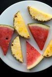 Parti dell'anguria e dell'ananas Fotografie Stock Libere da Diritti