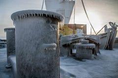 Parti della nave coperta di ghiaccio immagini stock libere da diritti