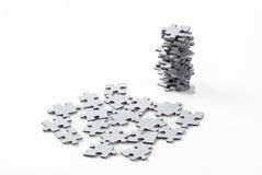 Parti di puzzle su priorità bassa bianca Immagini Stock Libere da Diritti