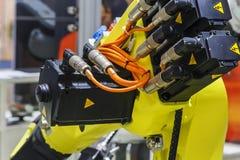 Parti di un primo piano giallo del robot industriale Fotografie Stock