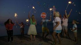 Parti för nytt år på stranden arkivfilmer