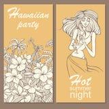 Parti i hawaiansk stil med dendrog blommor, palmträd och flickan med coctailen Arkivbild