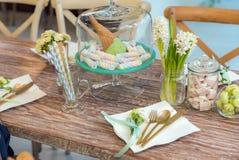Parti som äter middag tabellen Royaltyfria Bilder