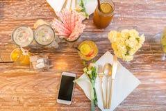 Parti som äter middag tabellen Arkivbild