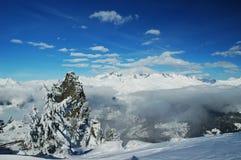 Parti superiori di nevicata della montagna Immagine Stock Libera da Diritti