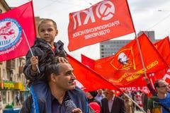 Partia komunistyczna zwolennicy wraz z Krajowymi bolszewikami brali udział w zlotnym ocechowaniu Maja dzień Obrazy Royalty Free