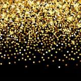 Particelle dorate di caduta su un fondo nero Coriandoli dorati sparsi Contesto di lusso ricco di modo Splendere luminoso Fotografie Stock