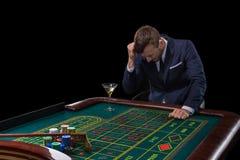 Participaciones del jugador que juegan en la tabla de la ruleta Entretenimiento aventurado del juego foto de archivo libre de regalías