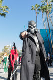 Participante com traje do Punisher imagem de stock royalty free