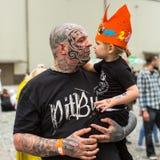 Participante del festival durante el 11mo convenio internacional del tatuaje en el centro de la Congreso-EXPO de Kraków Fotos de archivo libres de regalías