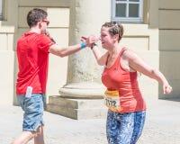 Participante del maratón 2018 en el ayuntamiento viejo - Regensburg, Alemania de Regensburg Foto de archivo