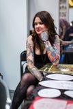 Participante en el 10mo convenio internacional del tatuaje en centro de la Congreso-EXPO Fotografía de archivo libre de regalías
