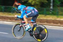Participante não identificado raça da fase do 70th ciclismo de Pologne da excursão da 7a em Krakow, Polônia Fotografia de Stock