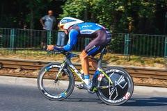 Participante não identificado raça da fase do 70th ciclismo de Pologne da excursão da 7a em Krakow, Polônia Fotos de Stock