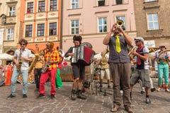 Participantes anualmente (os 9-12 de julho) no 28o festival internacional de teatros da rua Foto de Stock