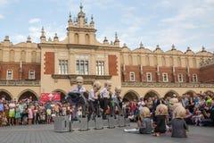 Participantes anualmente (os 9-12 de julho) no 28o festival internacional de teatros da rua Imagem de Stock