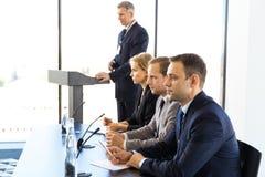 Participantes da conferência de imprensa fotografia de stock royalty free