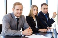 Participantes da conferência de imprensa fotos de stock royalty free