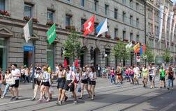 Participantes da parada da rua na rua de Bahnhofstrasse Fotografia de Stock