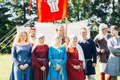 Participantes de los guerreros VI del festival de la cultura medieval Foto de archivo