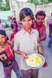Participantes del festival de Holi de colores en Mandawa Foto de archivo libre de regalías