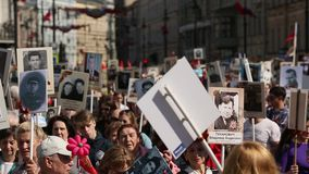 Participantes del regimiento inmortal - acción pública, durante la cual los participantes llevaron banderas metrajes